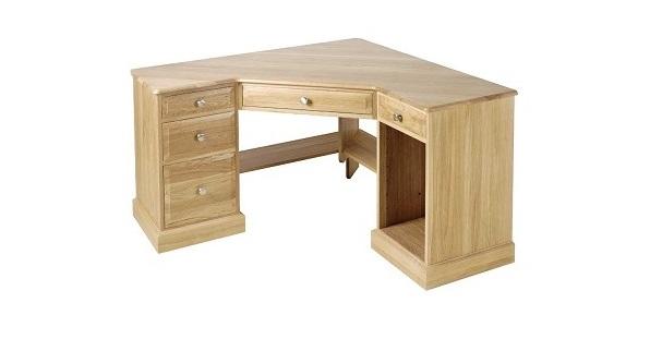 zelf een bureau maken van houten planken